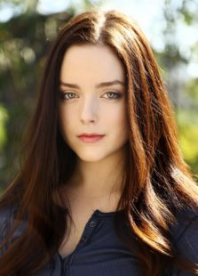 Madison Davenport as Nael