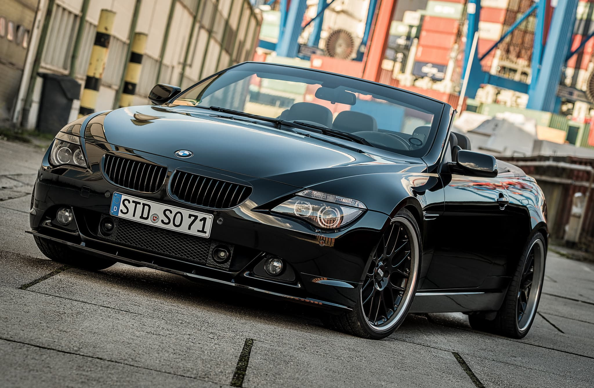 black BMW 650i Cabriolet
