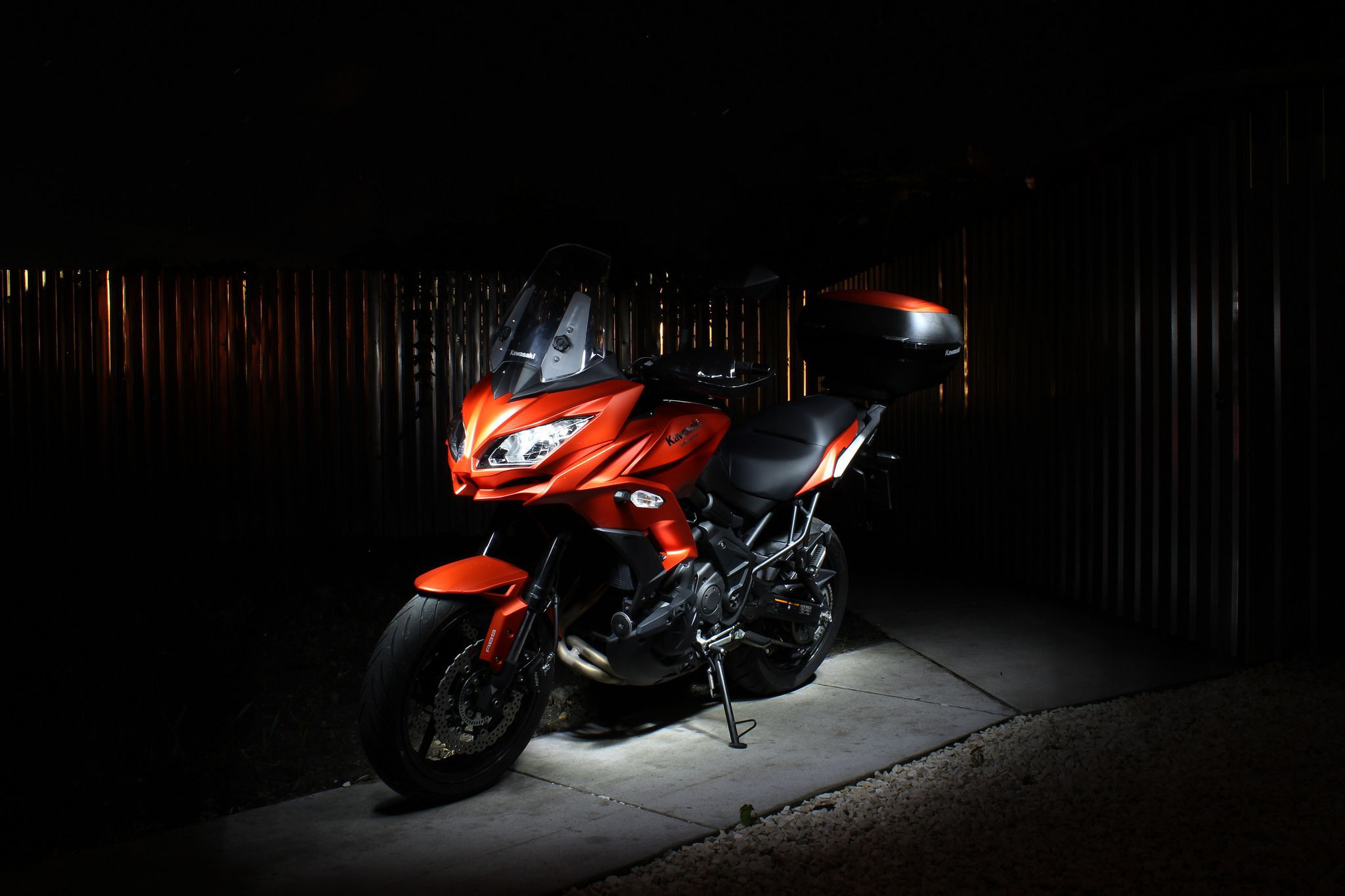 Kawasaki Versys 650 (SE, GT) in Black, red, white and yellow