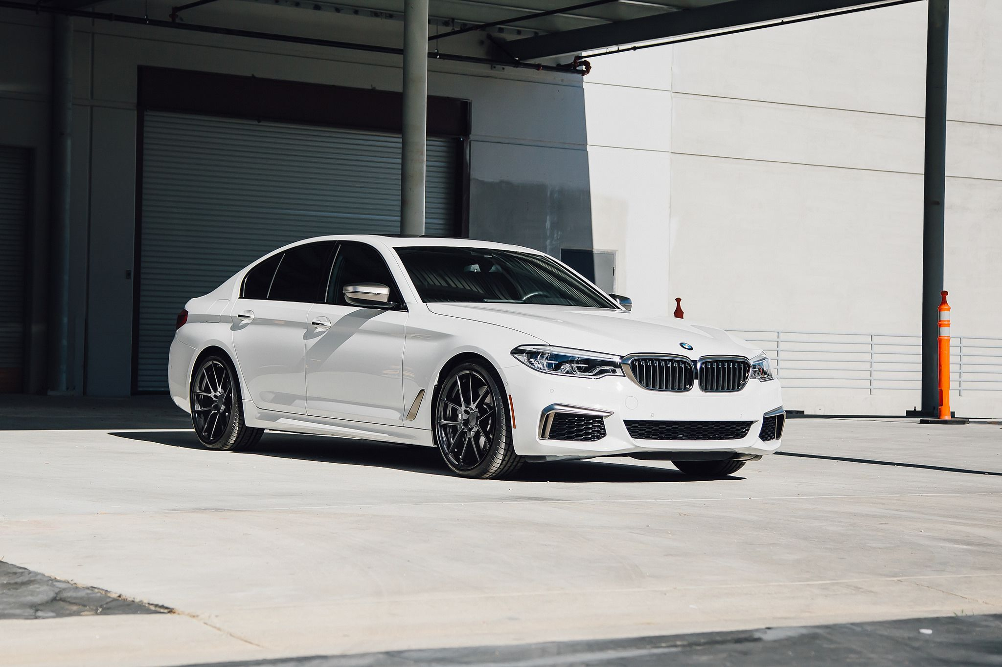 Front view of 2dr white BMW M550i G30 5 Series 2018
