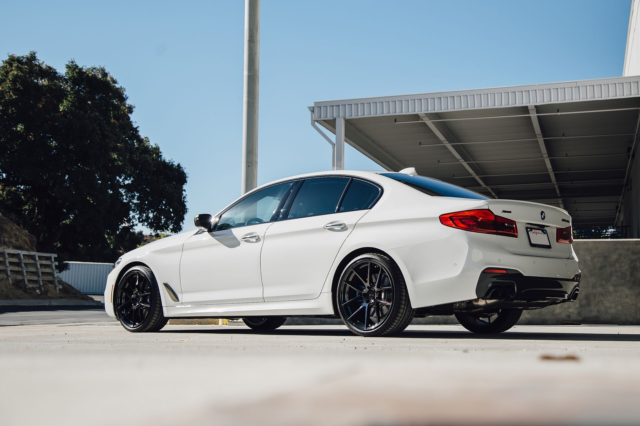 white BMW M550i G30 5 Series 2018 on Beyern Ritz rotary forged gloss black staggered concave wheels