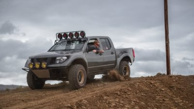 off road suv - dark-grey Nissan Frontier SE HD image