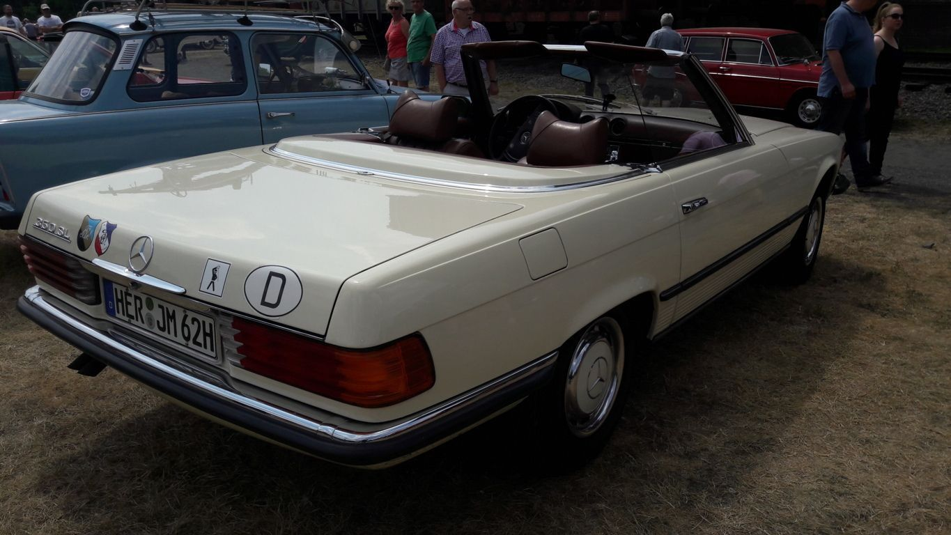 1974 white Mercedes Benz 350SL 2dr roadster back view