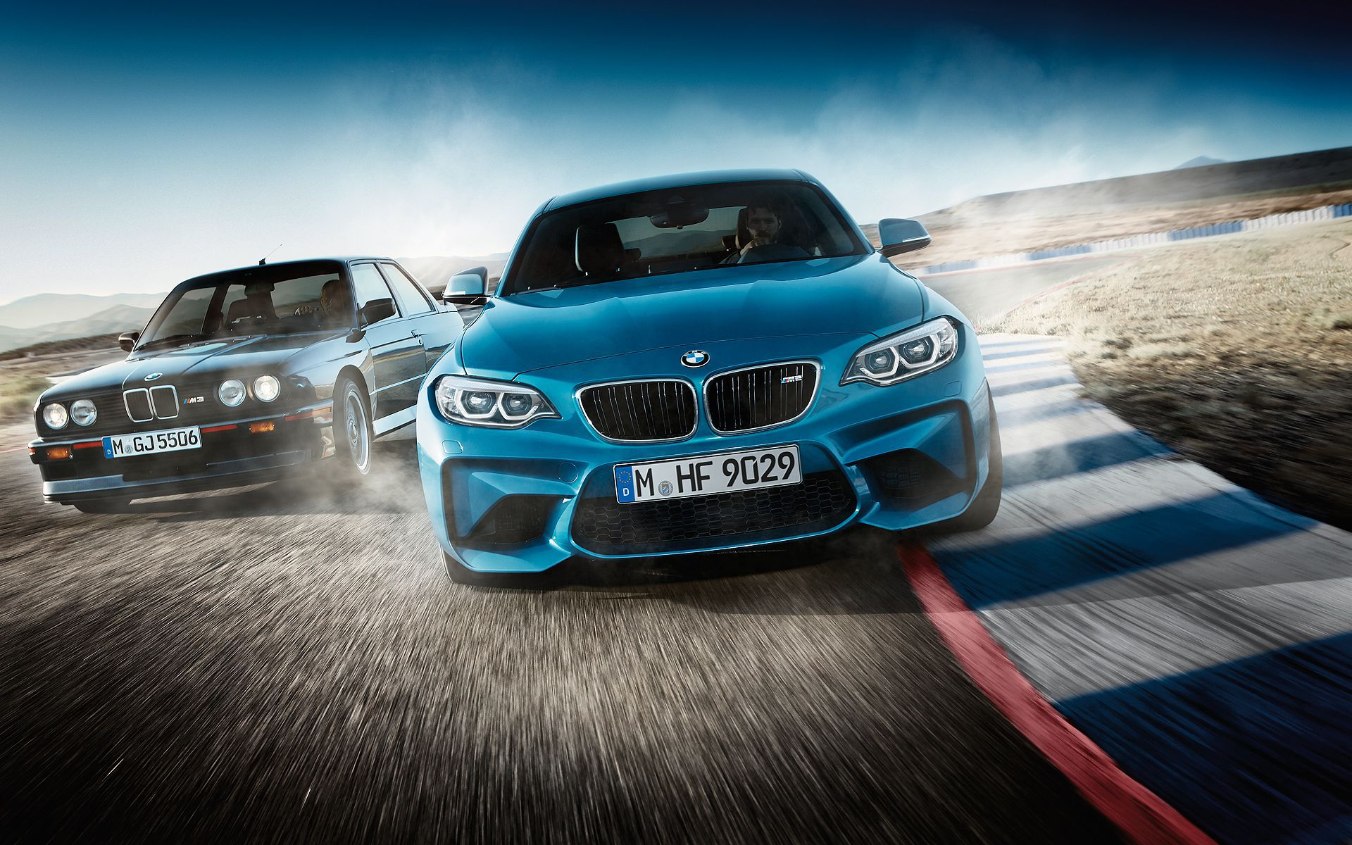 2018 blue BMW M2 LCI VS classic BMW M3 3 series