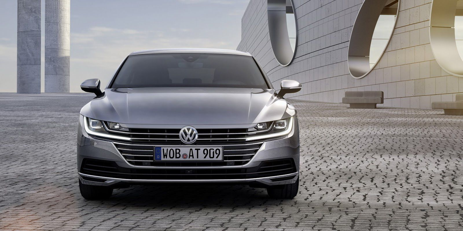 2018 grey Volkswagen Arteon 2.0 TDI 5dr sedan front view