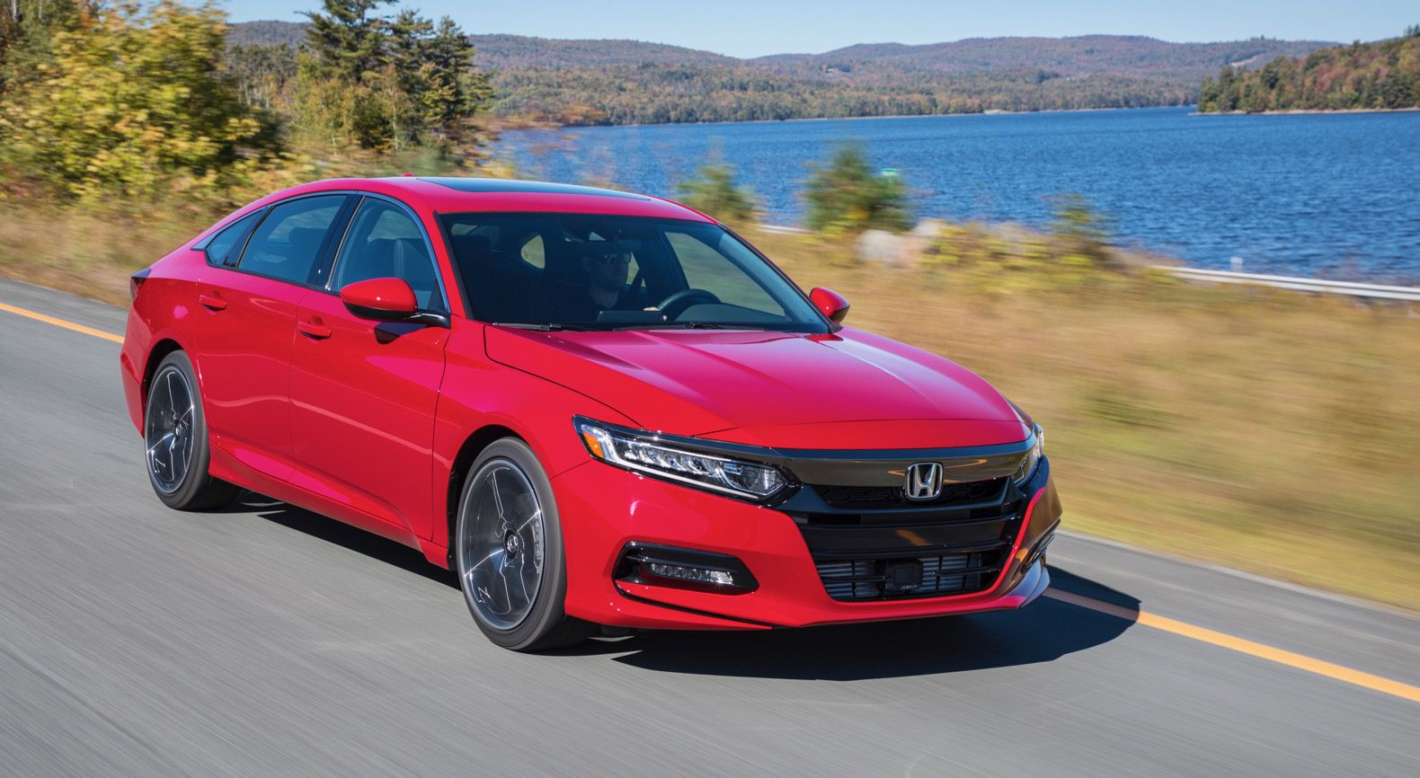 2018 red Honda Accord Sport 2.0T at sped