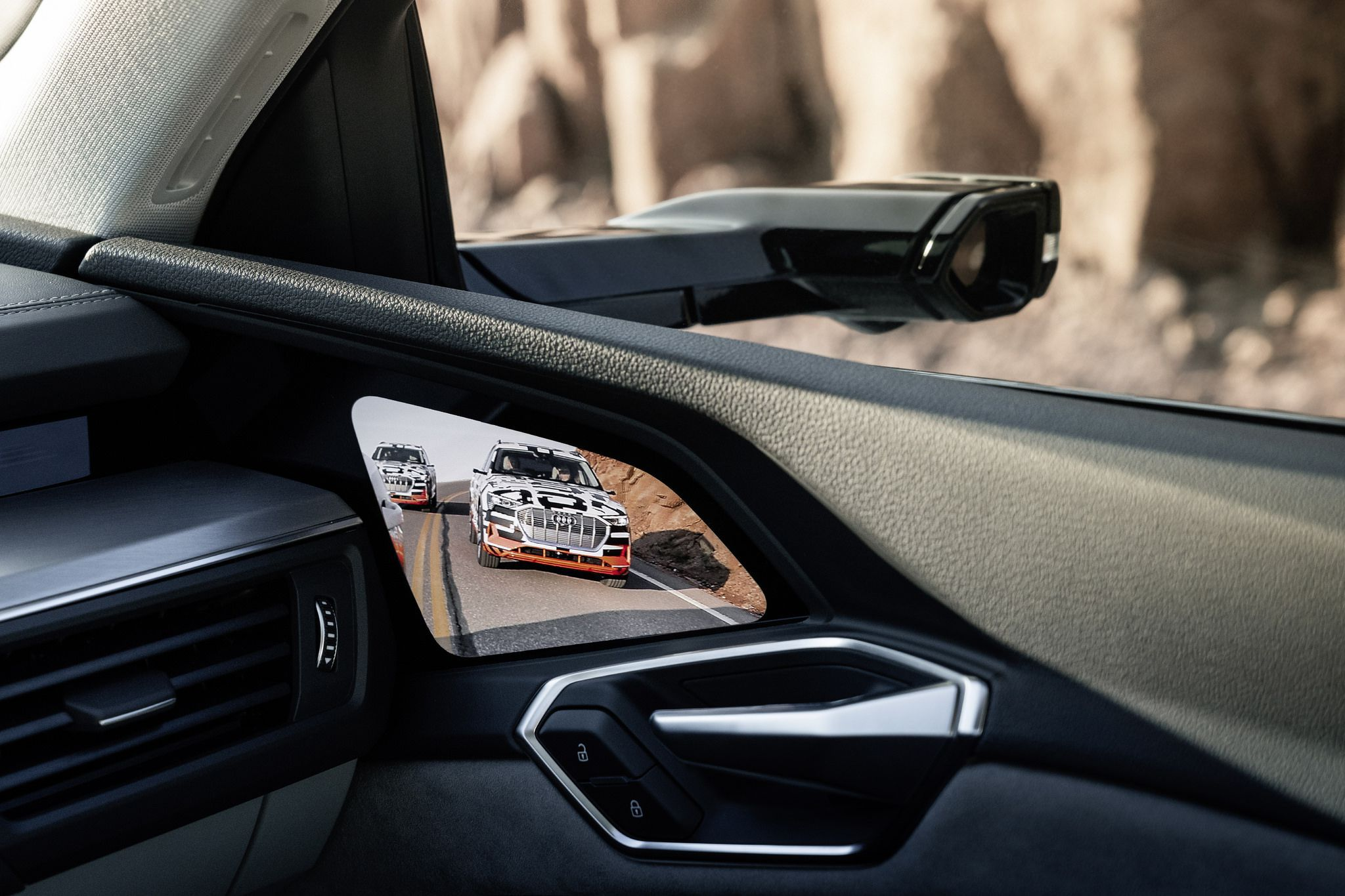 Extreme Rekuperation Interior - 2020 Audi e-tron right virtual mirror
