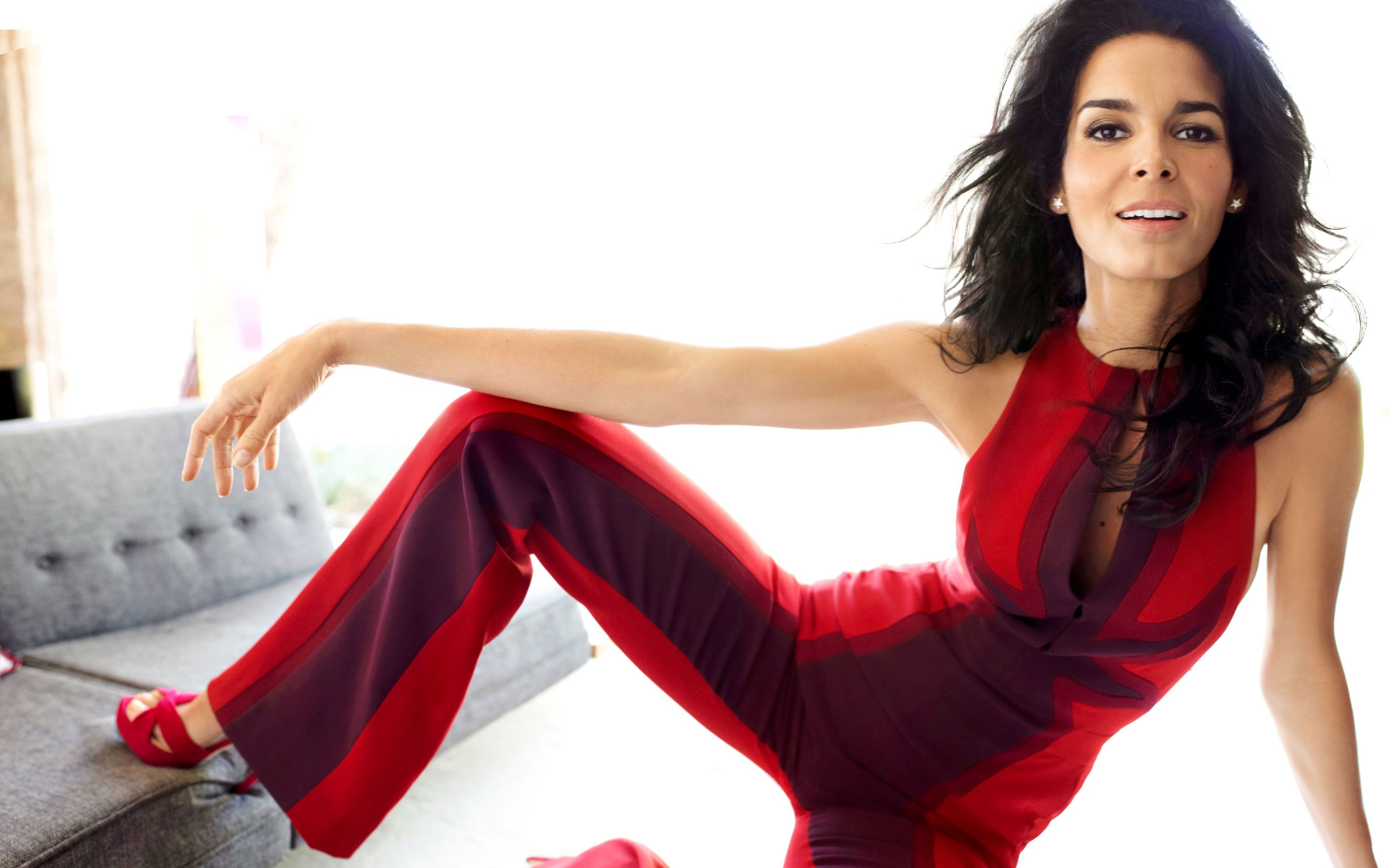 American actress Angie Harmon in red black dress