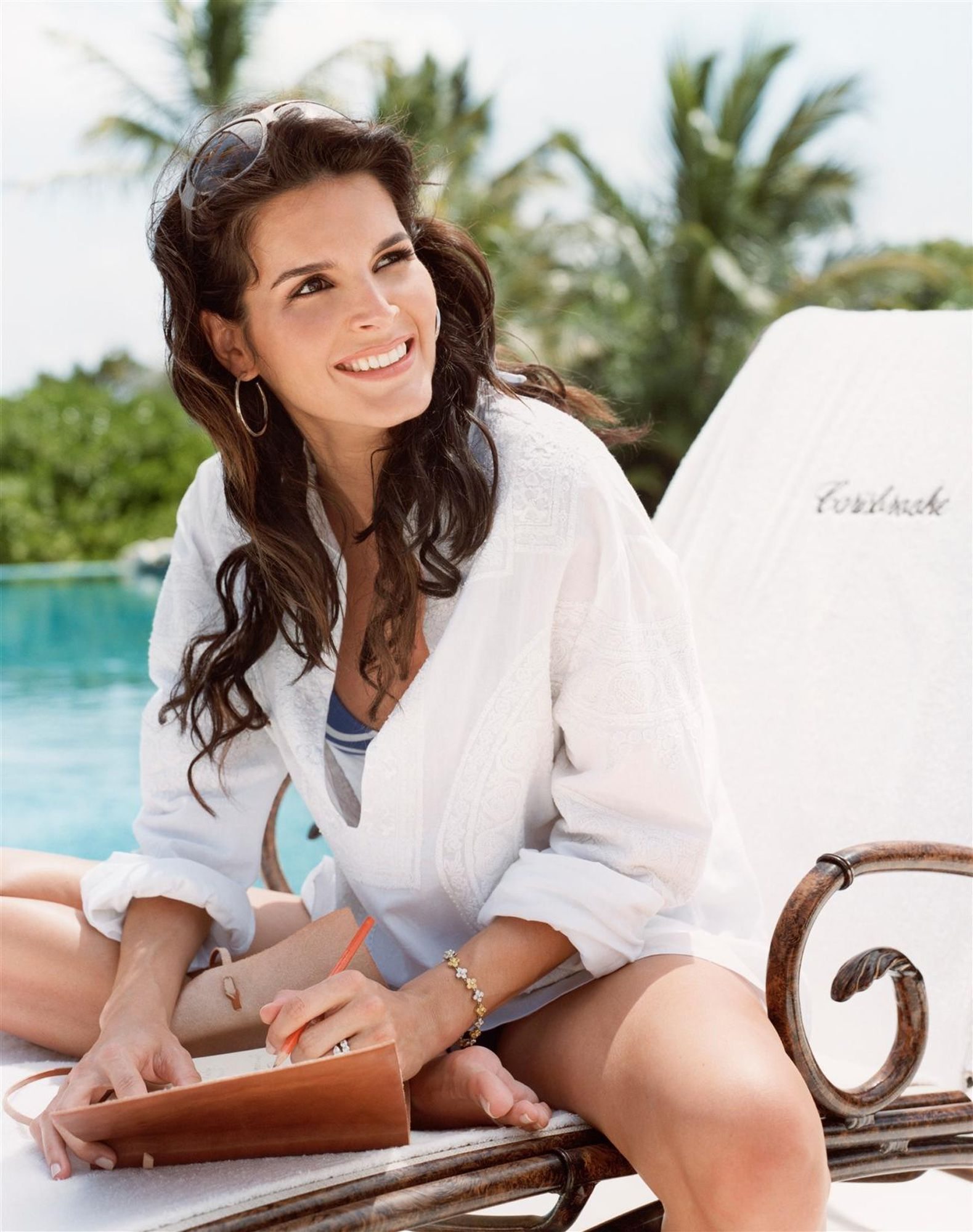 Angie Harmon at weekend homestyle