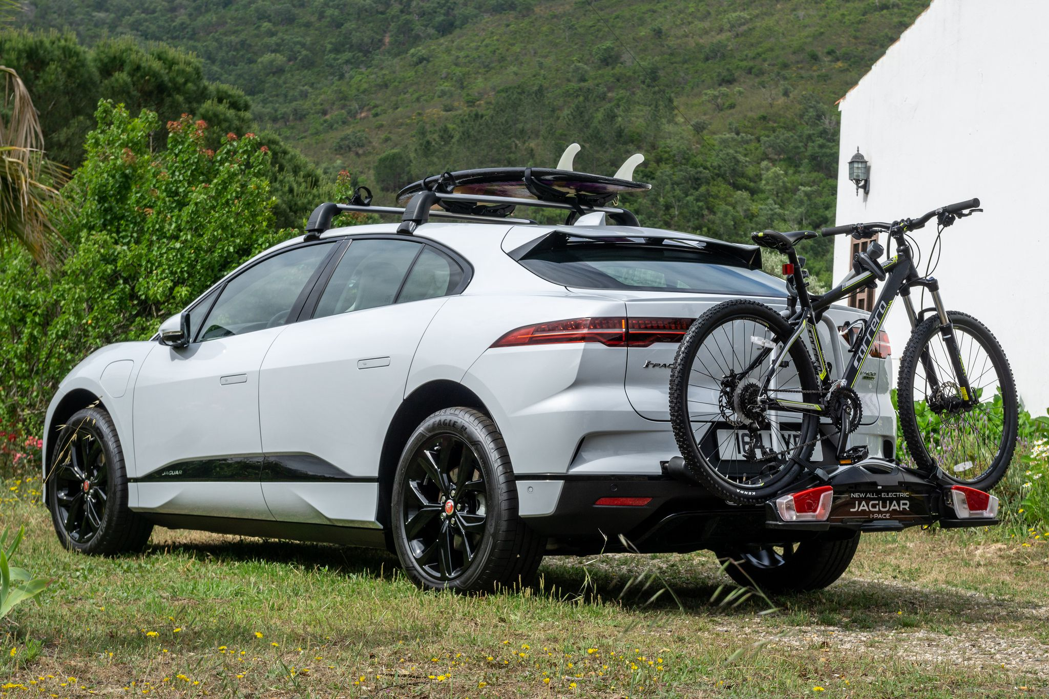 Bicycle Jaguar attached to the Jaguar i Pace 2018