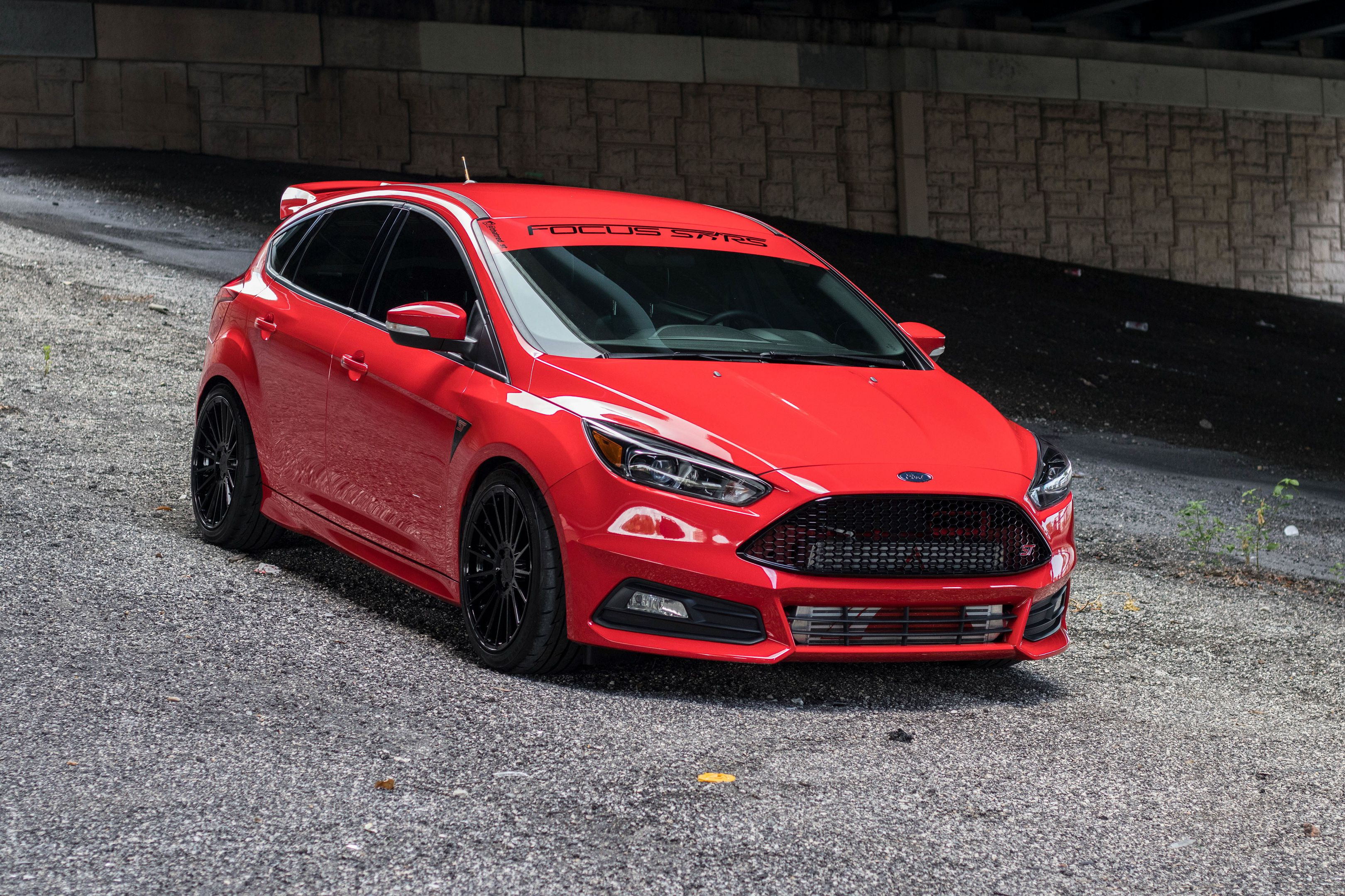 red Ford Focus ST in 4k