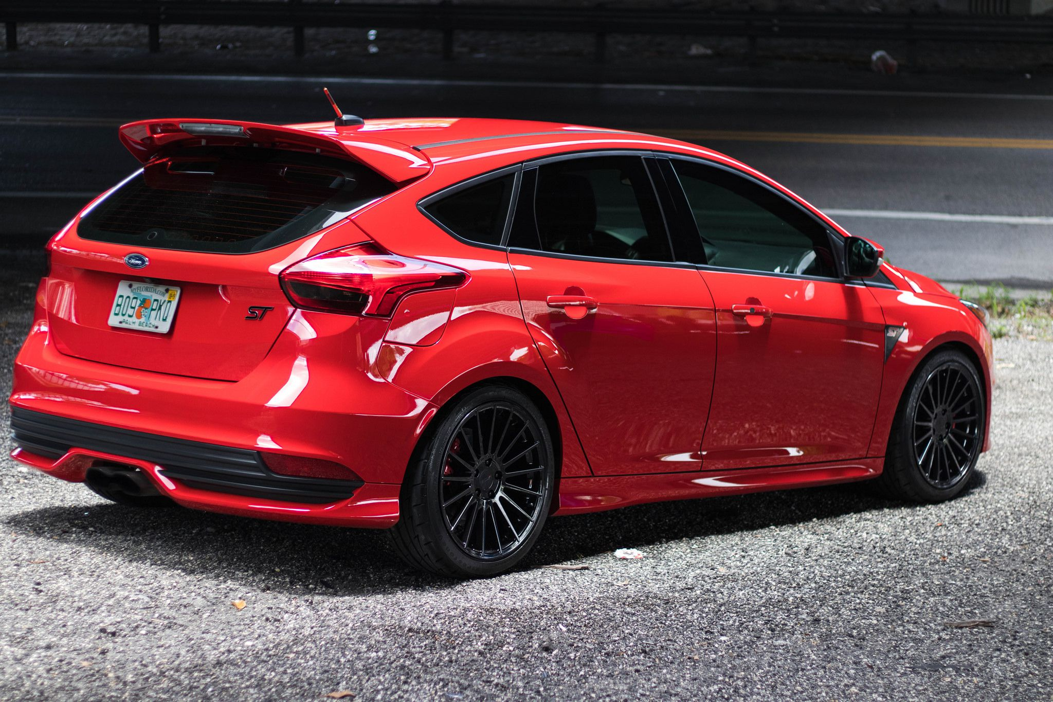 red Ford Focus ST - rear bumper view