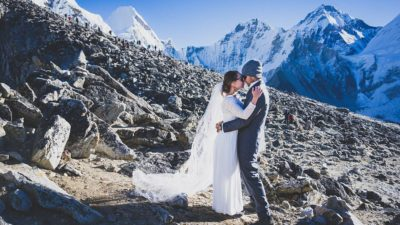 Great love Lovers under mount Everest