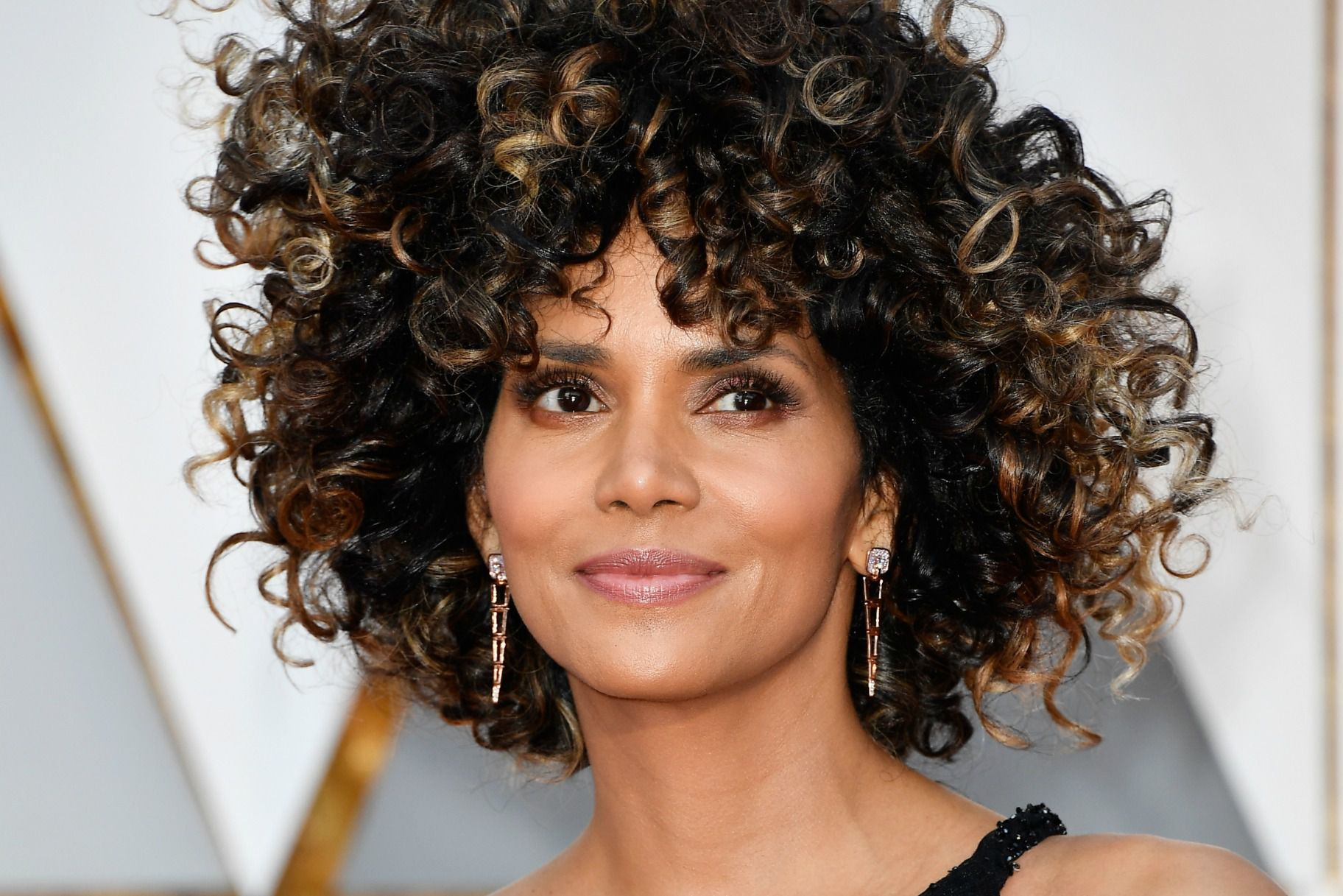 Halle Berry curly hairstyle