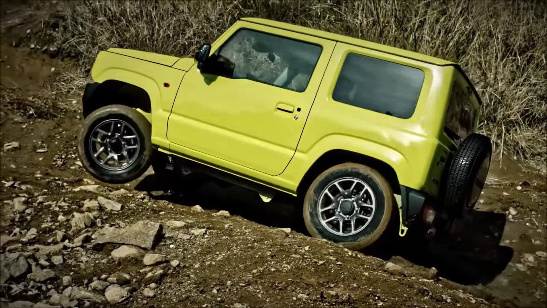 Yellow-green Jimny going to up