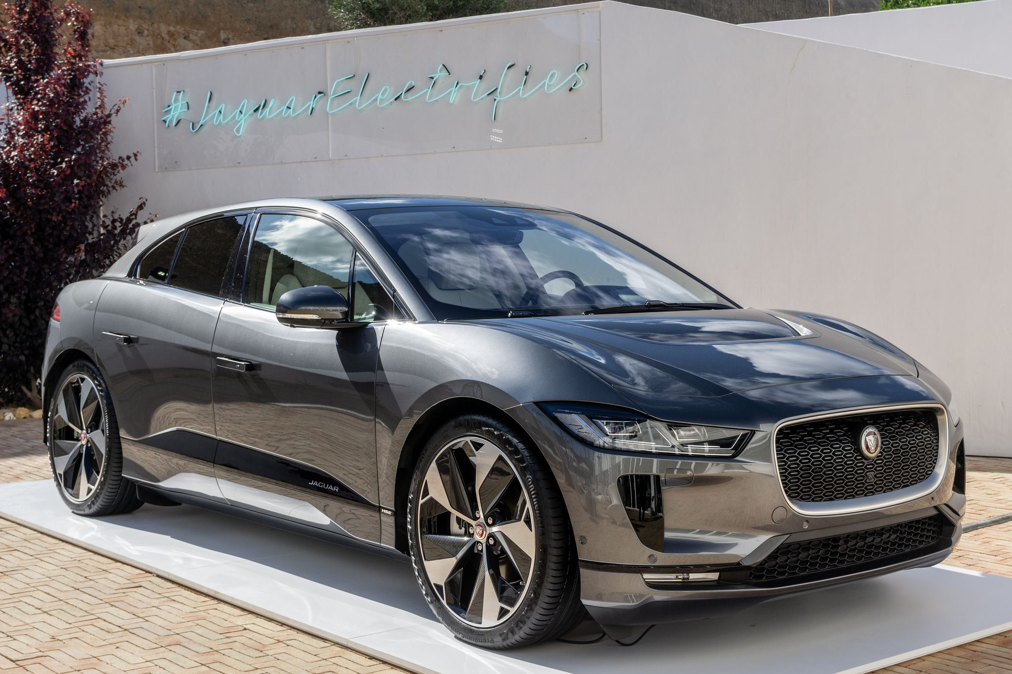 Side view Jaguar i Pace 2018