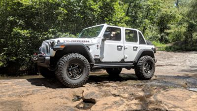 white Wrangler JL Unlimited Rubicon on Rhino Gusset wheels