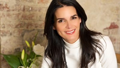 cute smile of Angie Harmon