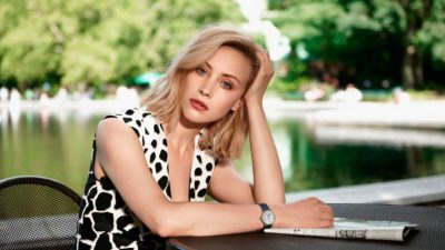 full HD image of Sarah Gadon in 1080