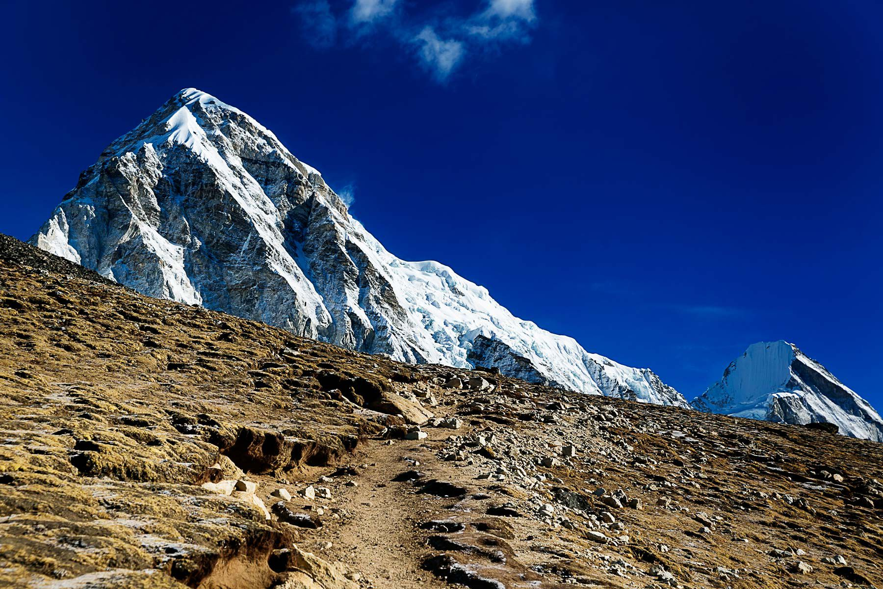 narrow trail to the peak of mount Everest