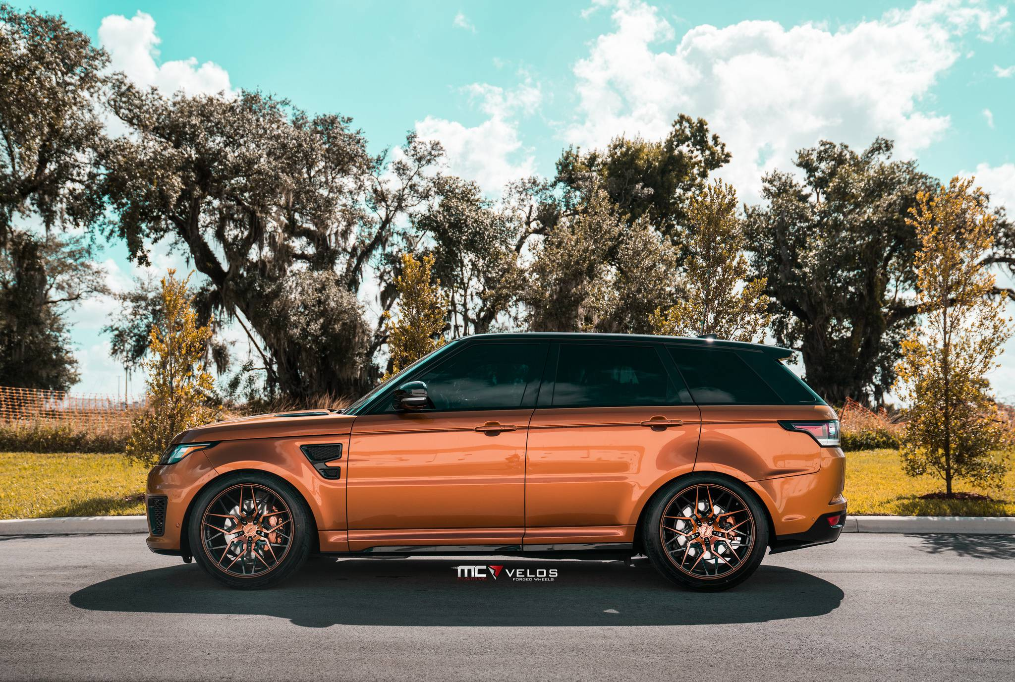 Range Rover Sport side view photo