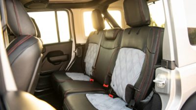 Wrangler Rubicon JLU interior design 2-row