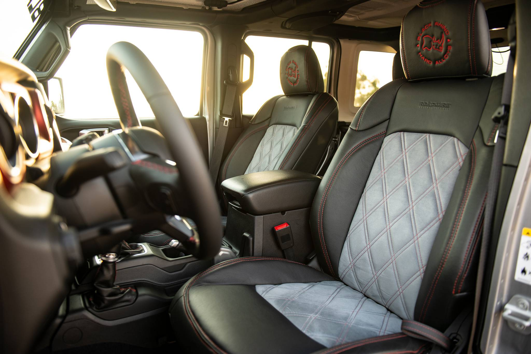 Wrangler Rubicon JLU interior design 1-st row