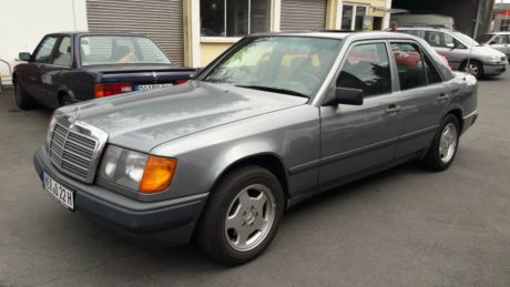 Mercedes-Benz 200D Sedan Space