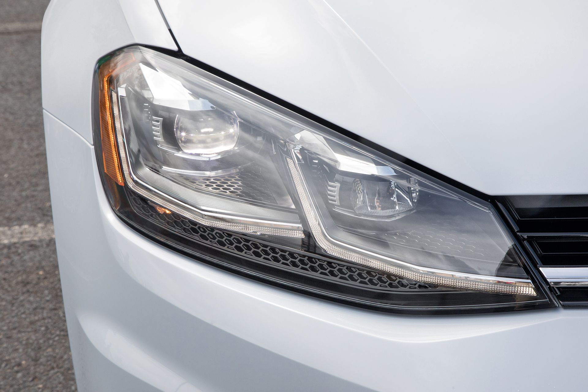 2018 VW Golf SportWagen - led headlights