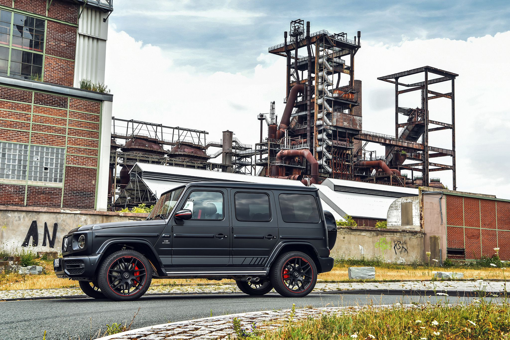 2019 Mercedes-Benz AMG G63 - black, side view