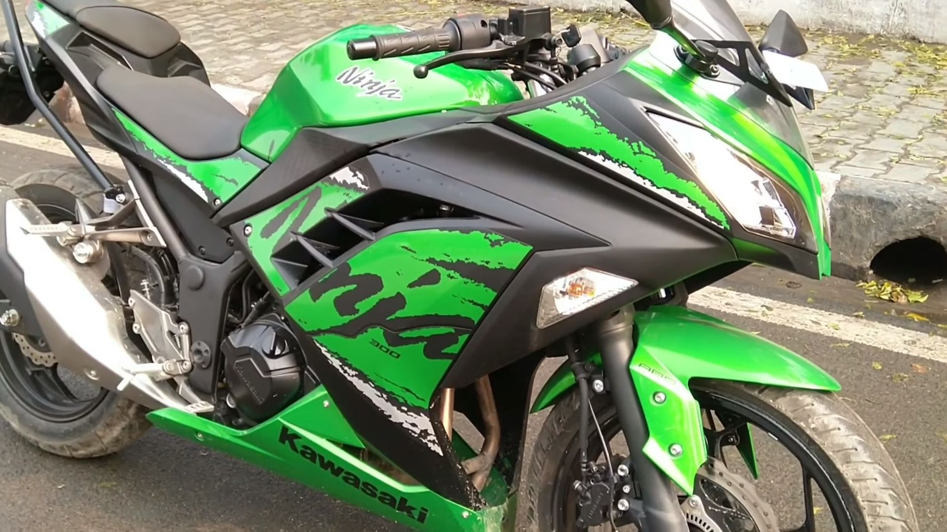 HD Pics of Kawasaki Ninja 300
