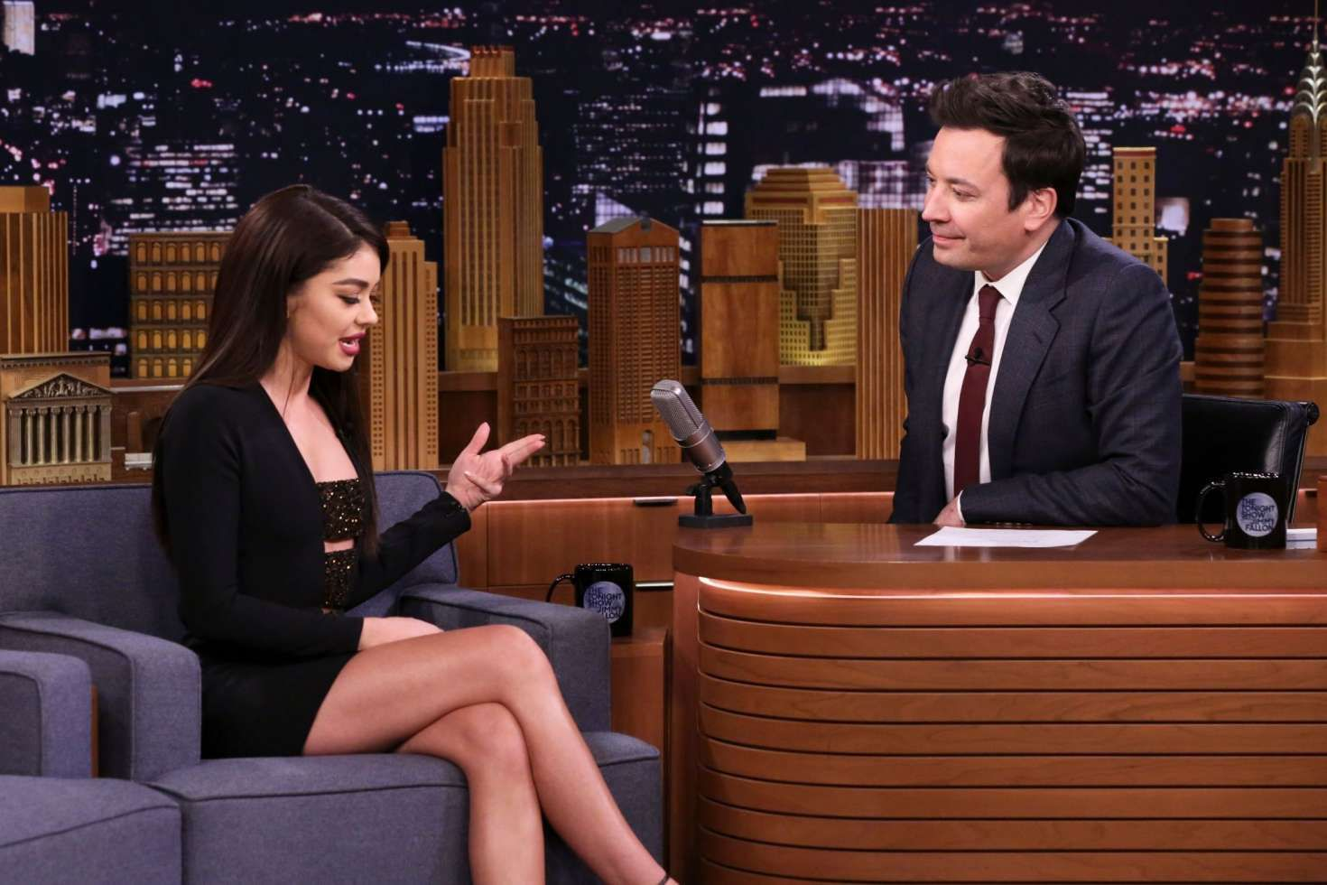 Sarah Hyland with Jimmy Fallon at the Tonight Show in New York, 2019