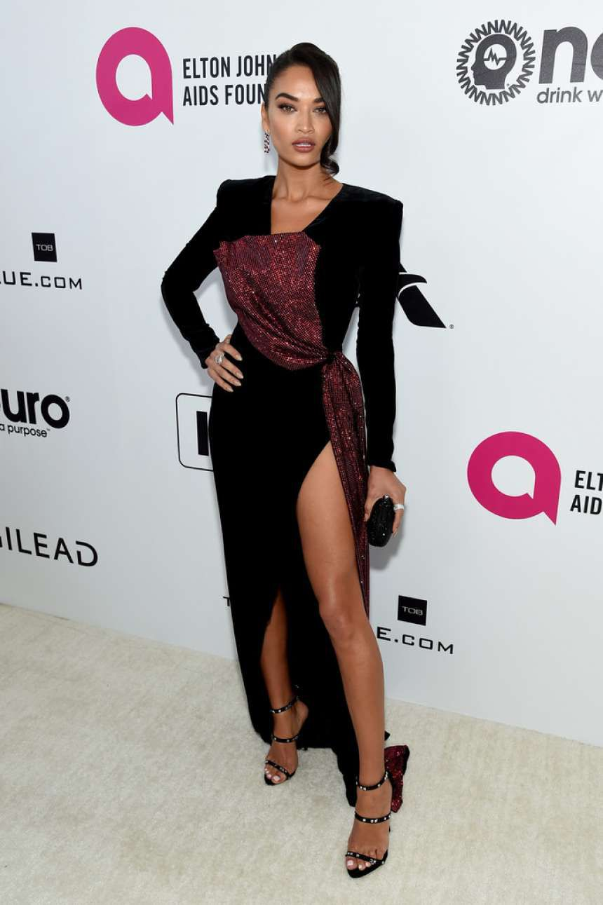Photo 03: Shanina Shaik at the AIDS Foundation Academy Awards in Los Angeles