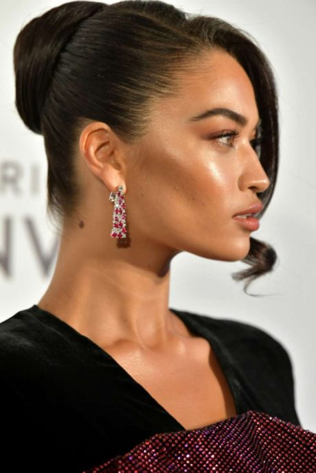 Photo 08: Shanina Shaik at the AIDS Foundation Academy Awards in Los Angeles