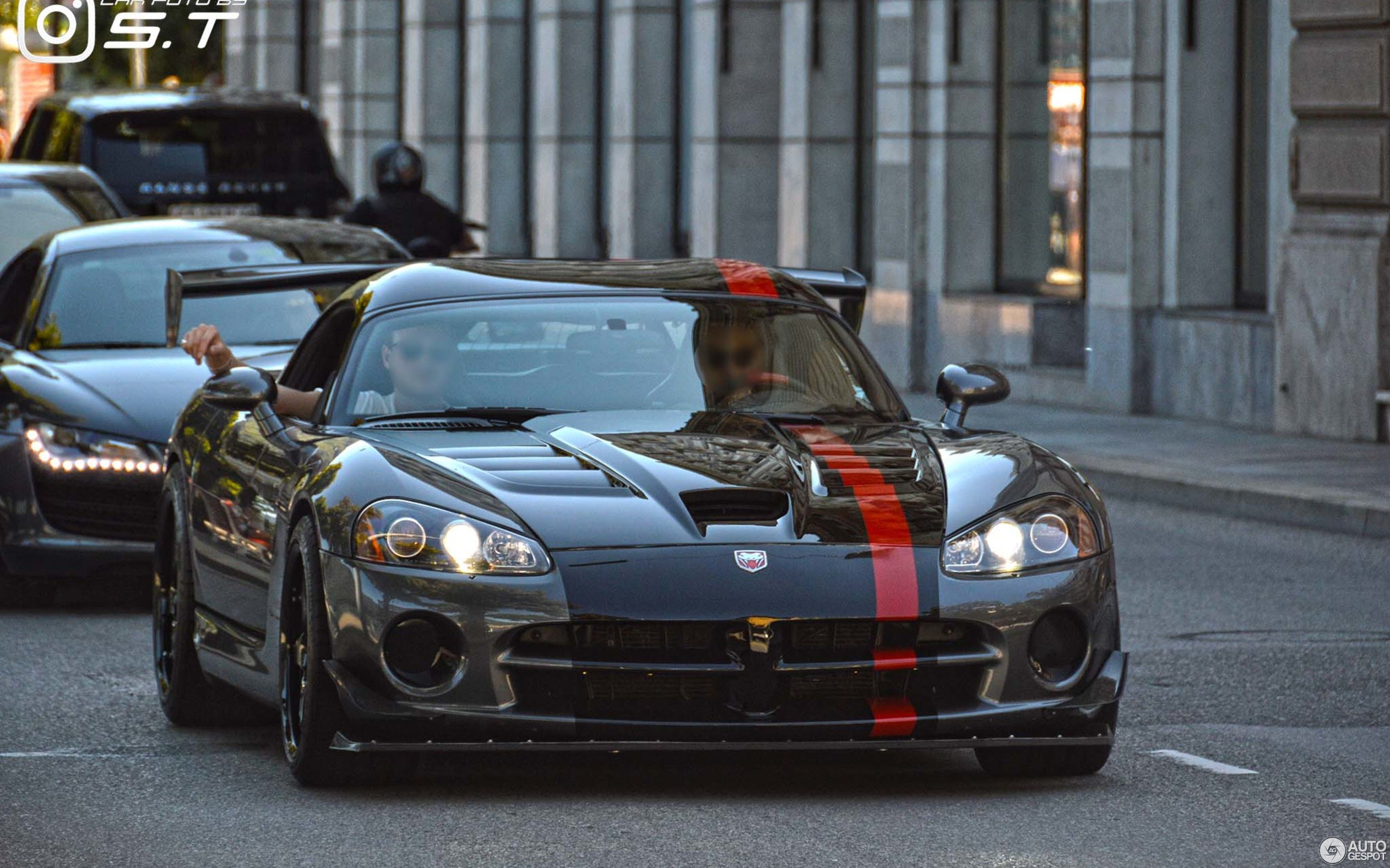 2008 black Dodge Viper srt v10
