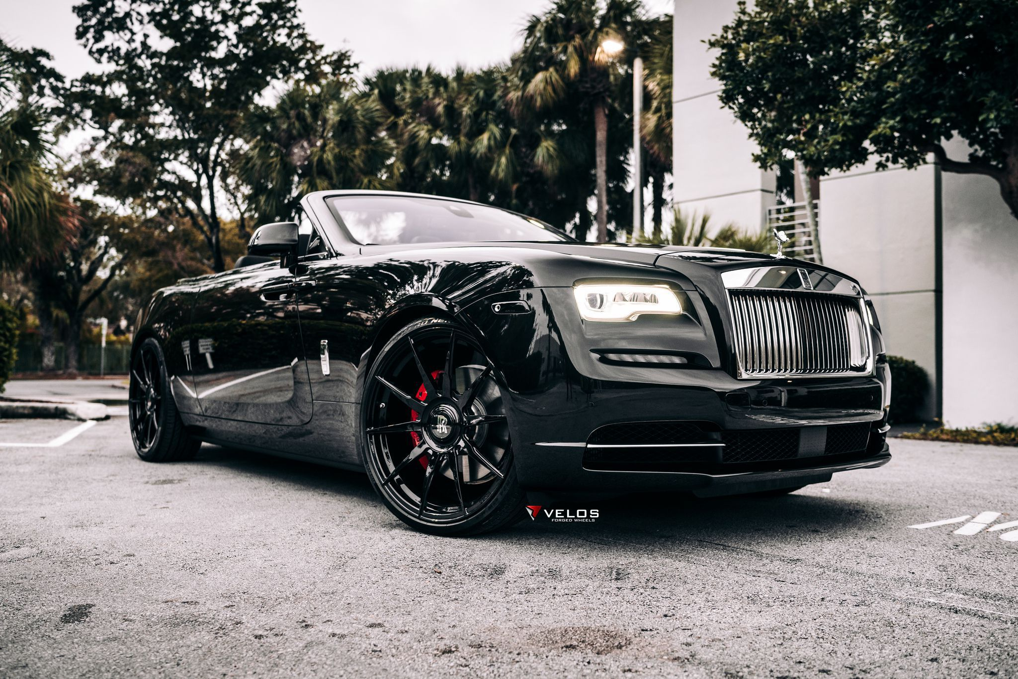 2019 Black Badge Rolls Royce Dawn front hd background