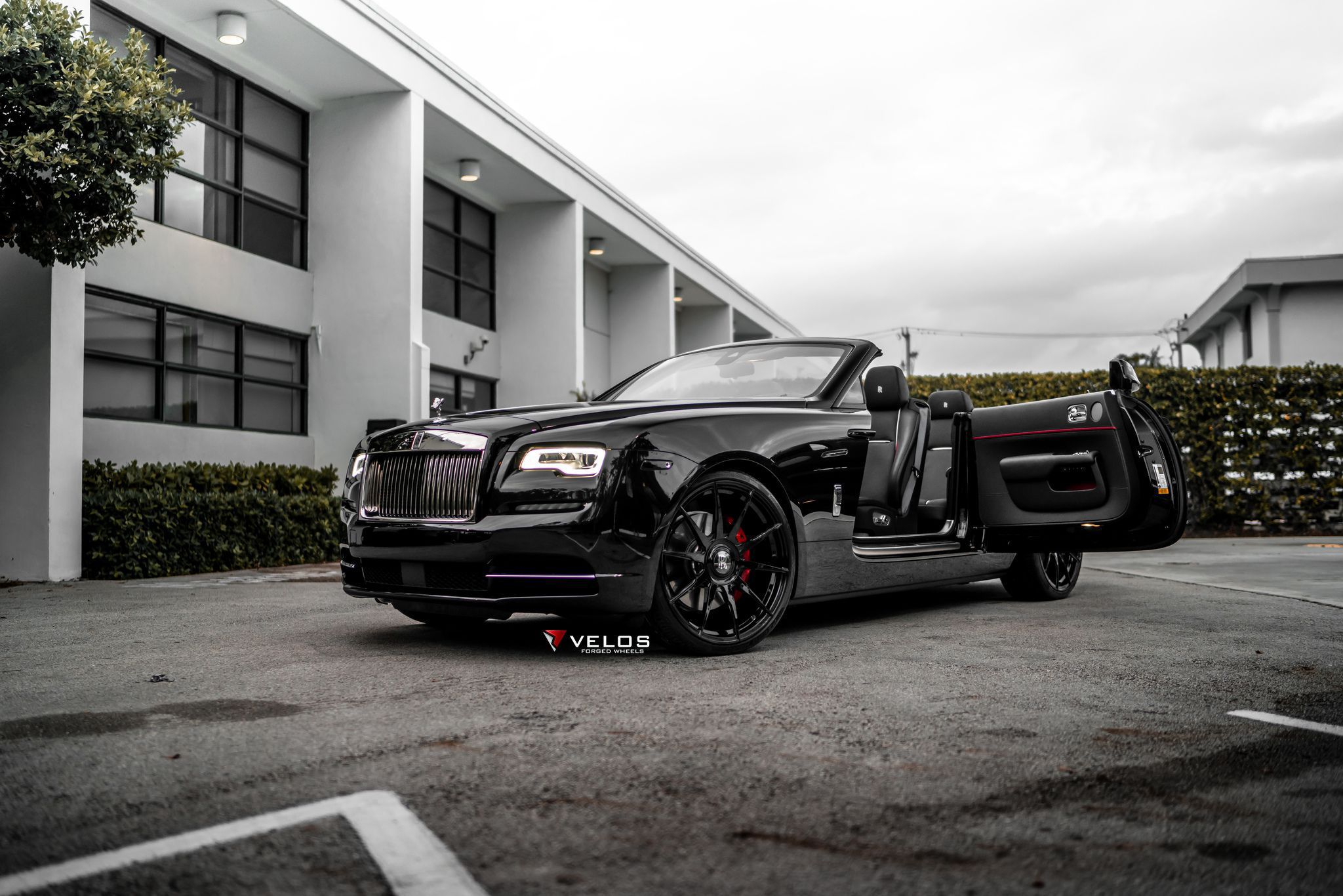 2019 Black Badge Rolls Royce Dawn static high resolution wallpaper