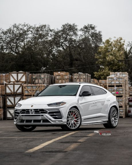 2019 Lamborghini Urus mobile phones theme