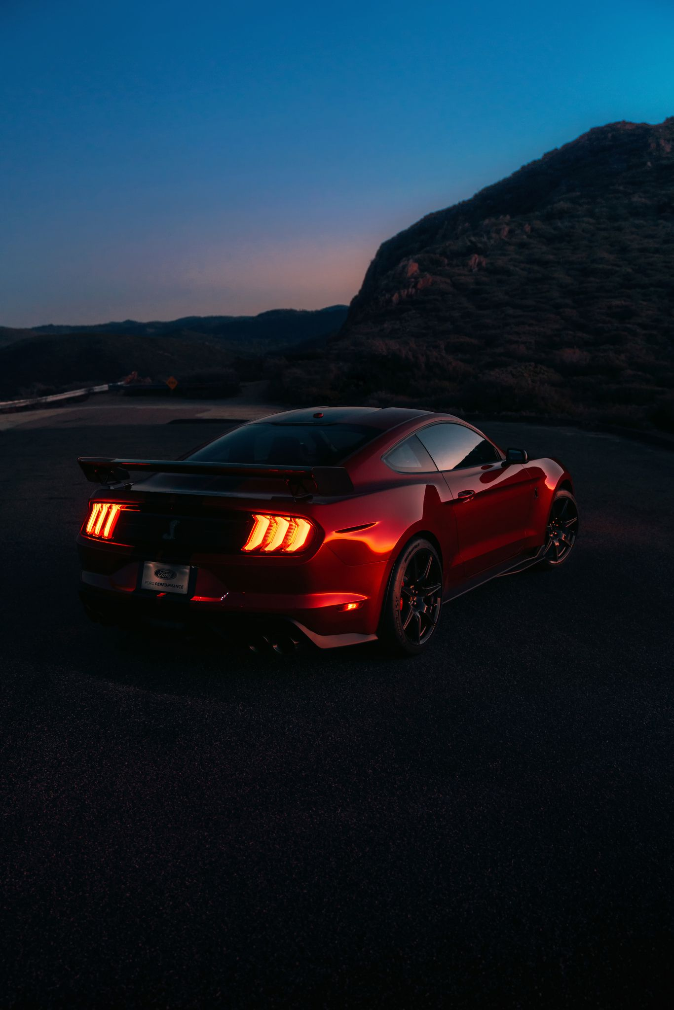 2020 Ford Mustang Shelby GT500 - at night
