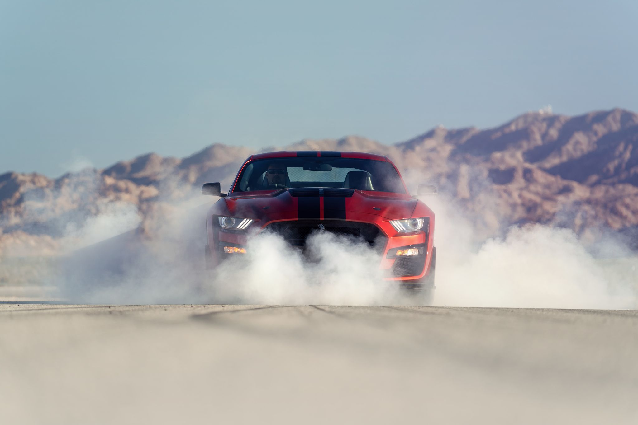 2020 ford mustang shelby gt500 drifting with smoke