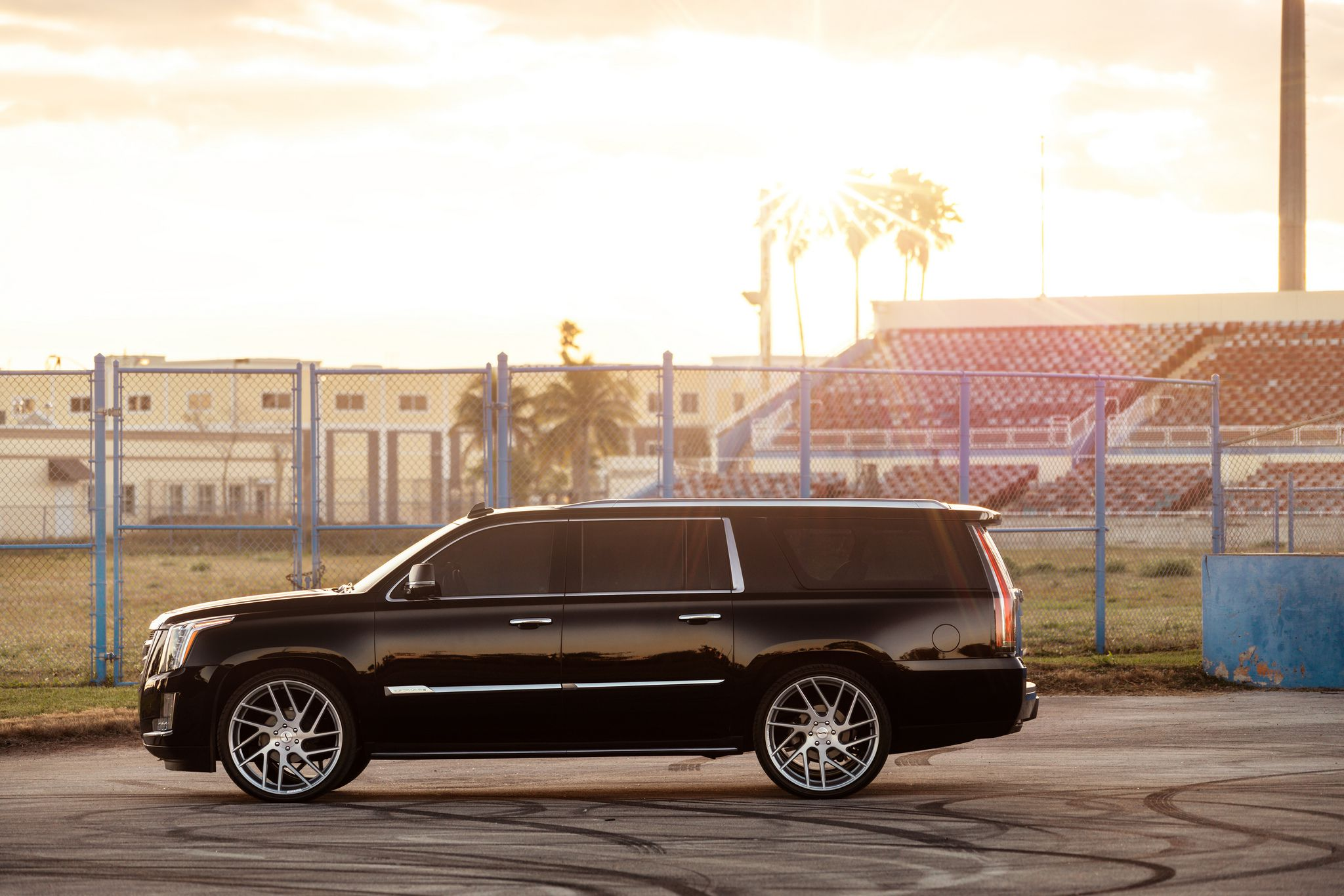 Cadillac Escalade - side view