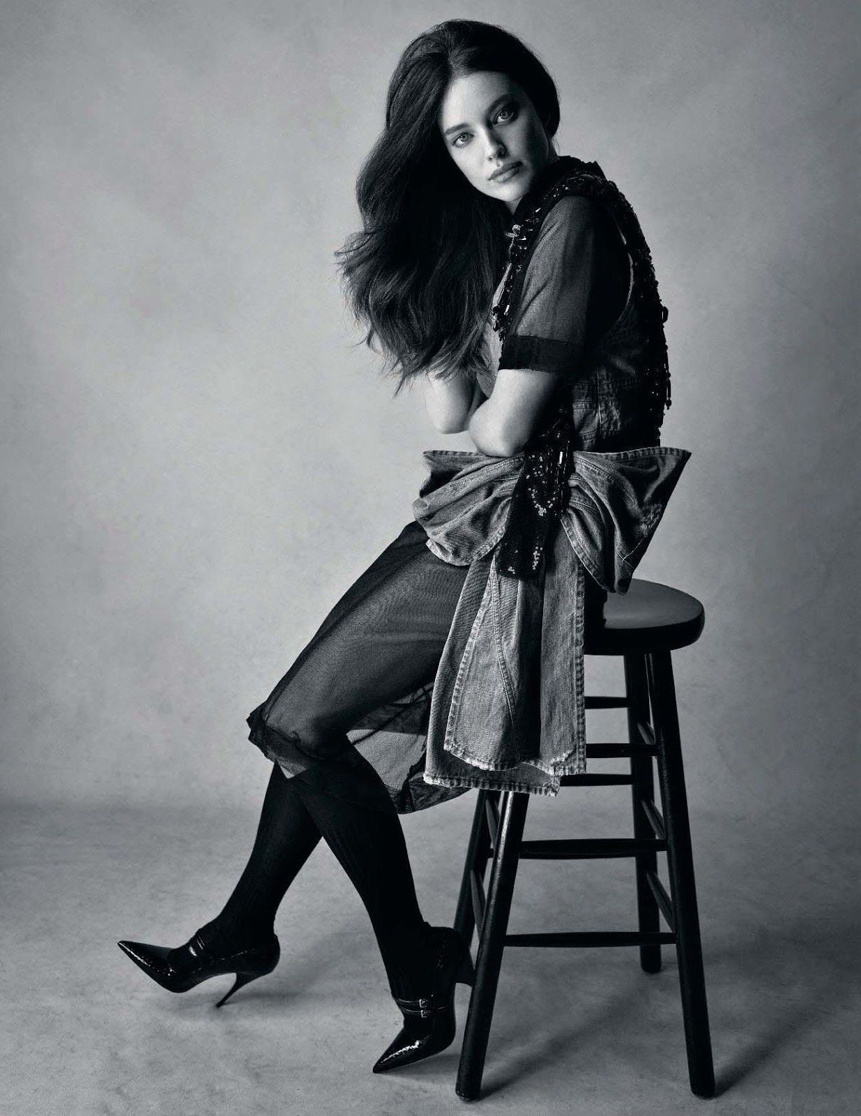Emily DiDonato is sitting on a chair for Elle Italia