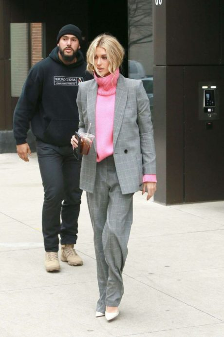 Hailey Baldwin, security, street style, New York
