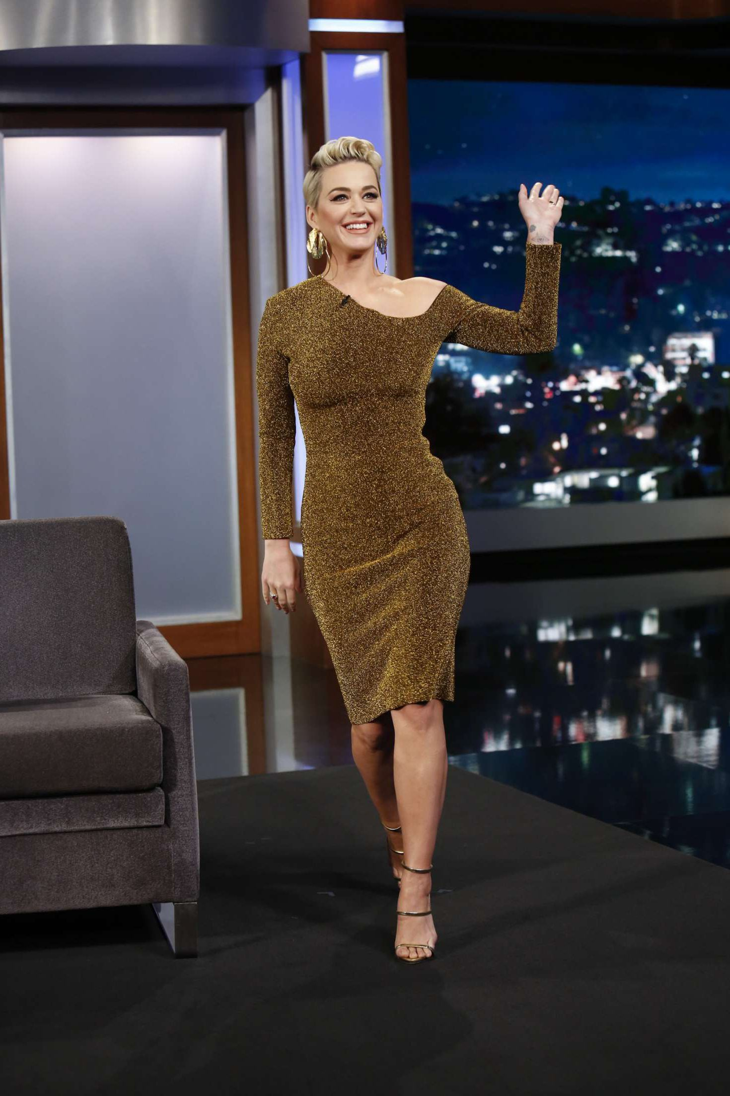 Katy Perry greets all at the 'Jimmy Kimmel Live' in Los Angeles, 2019