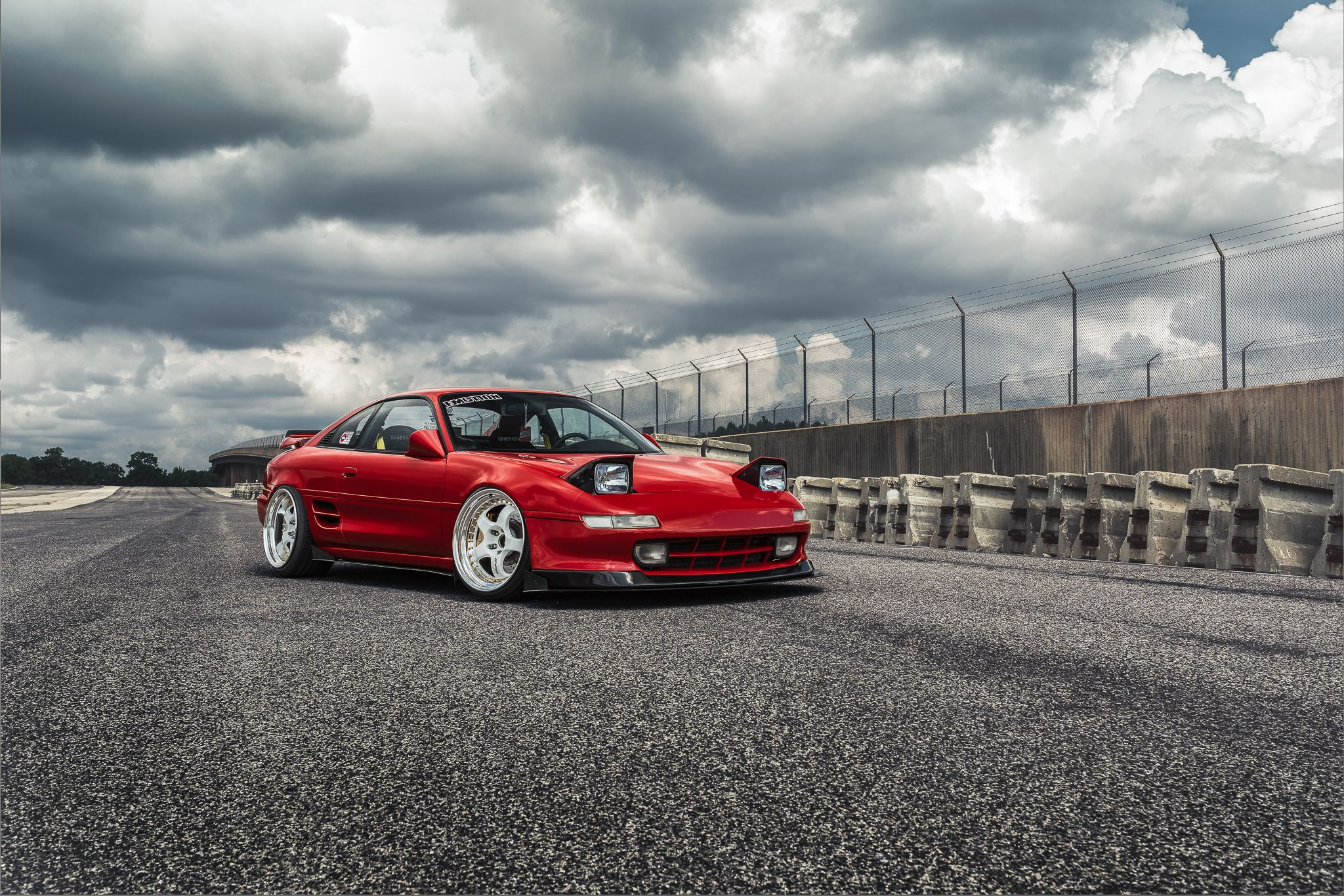 MR2 at race