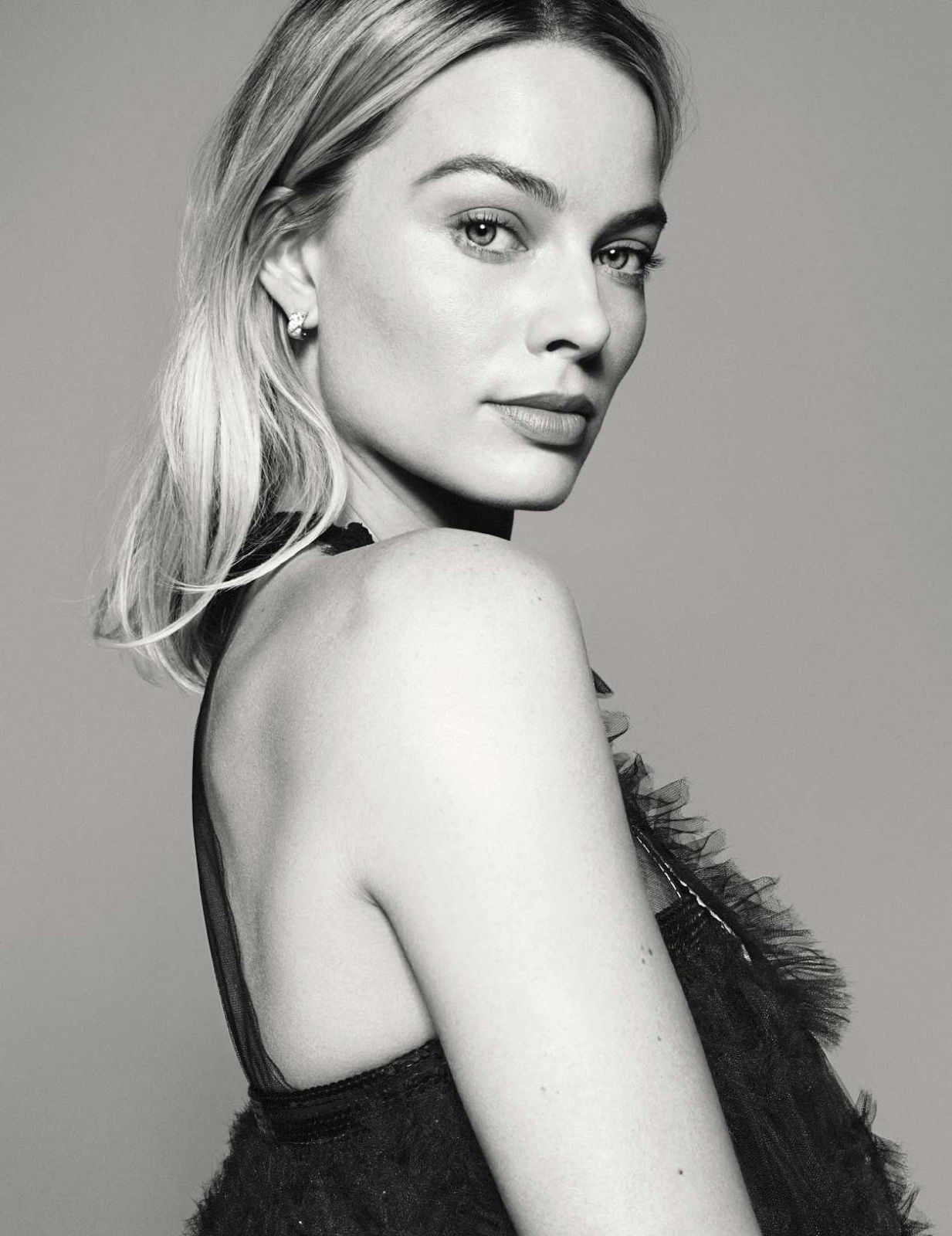 Margot Robbie - beautiful blonde model & actress, portrait for Elle France