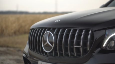 Mercedes-AMG GLC 63s - badge in macro