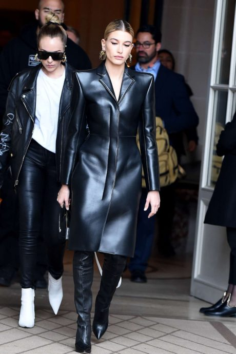 Hailey Baldwin in black leather coatl in Paris, March 2019