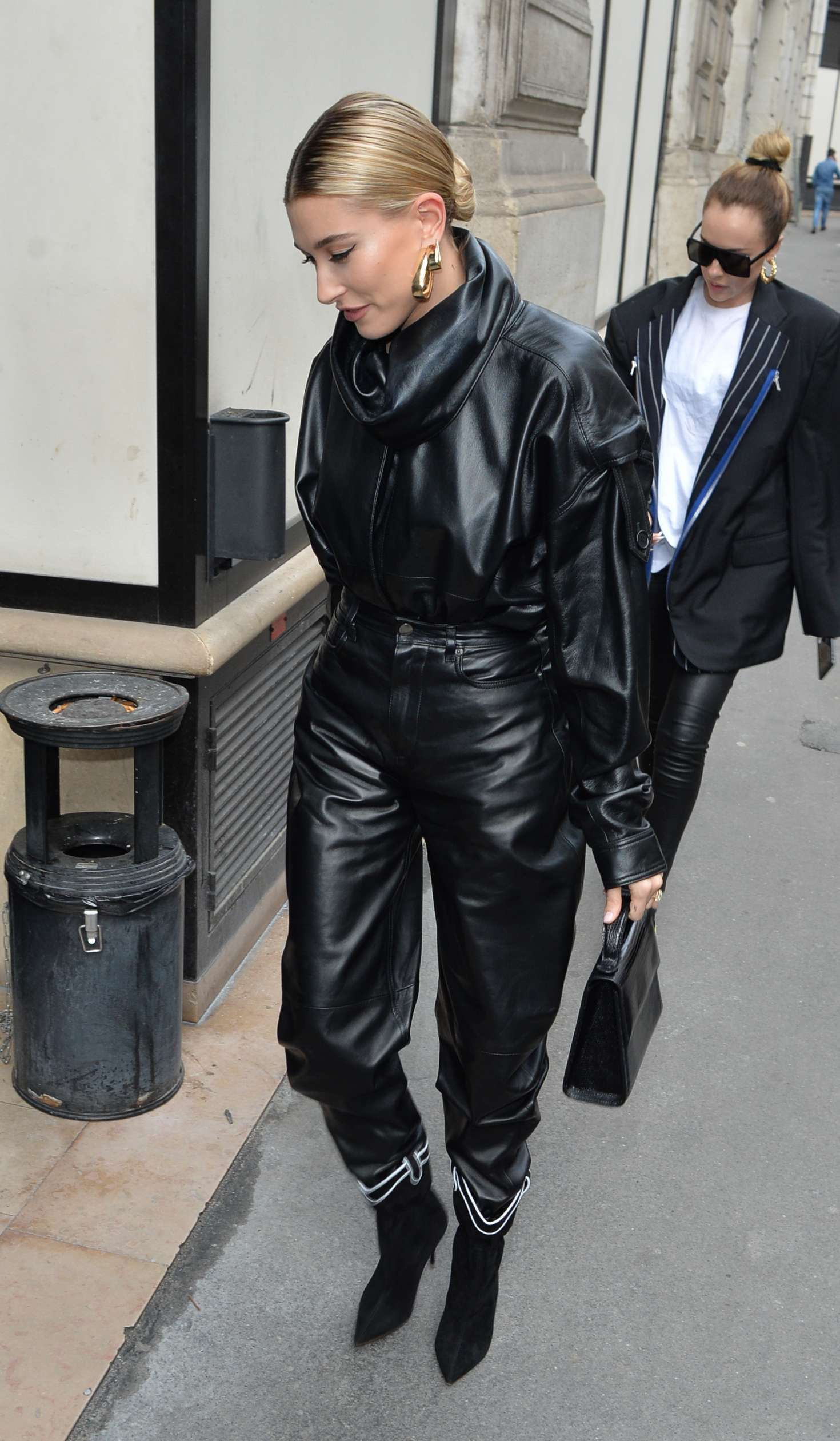 Photo 04: Hailey Baldwin in black leather jacket and pants