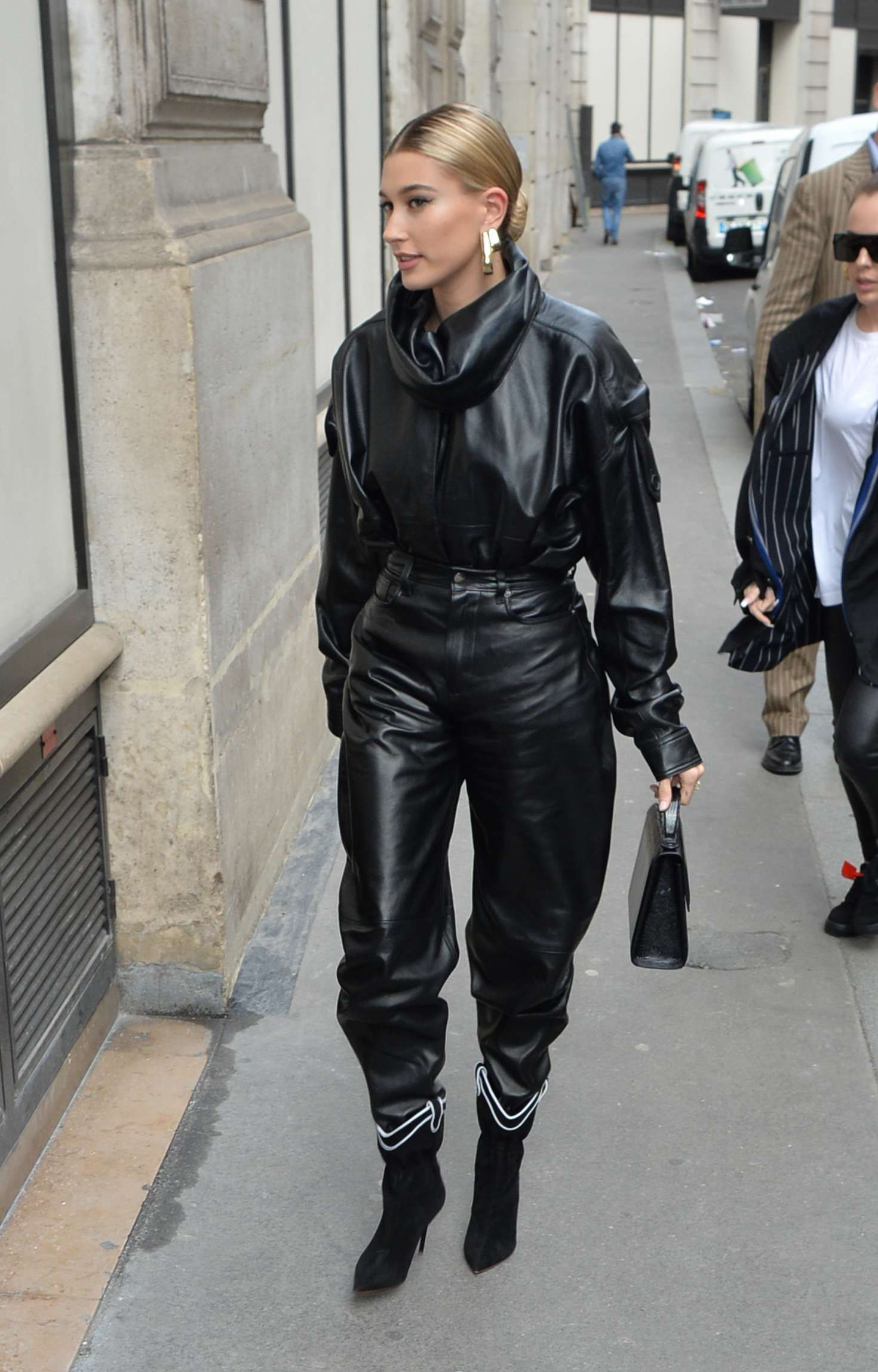 Photo 05: Hailey Baldwin in black leather jacket and pants
